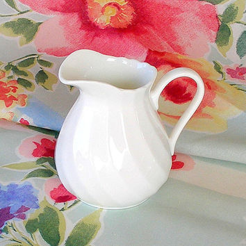 Vintage Wedgwood Candlelight Creamer White Swirl Bone China Milk Pitcher Cream Pitcher