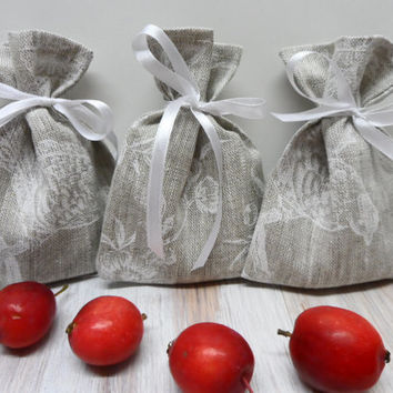 Beautiful Set of 15 Grey Linen favor bags with white birds  Wedding gift bags  Rustic wedding