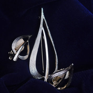 Sarah Coventry SIMPLICITY 1975 NEW Vintage Designer Leaf Abstract Design Goldtone Brooch Pin Clip Earrings Signed Set! 306