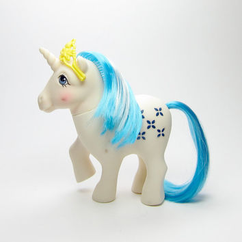 Majesty G1 My Little Pony from Dream Castle Vintage Year 2 White Unicorn with Blue Flowers & Hair