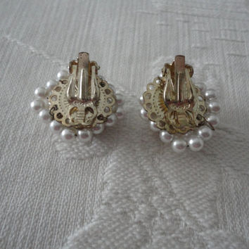 Pearl Chain Gold Tone Ladies Japan Vintage Clip On Earrings