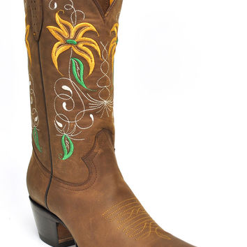 Gavel Handcrafted Women's Fresno Crazyhorse Snip-Toe Western Boots