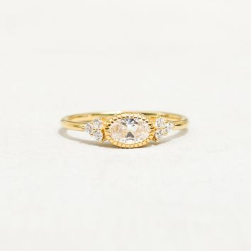 Delicate Oval Ring - Gold
