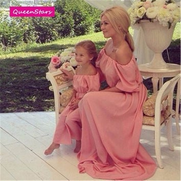 2016 Summer Pink Family Matching Outfits Beach Maxi Long Dress Chiffon Women Kids Clothing Family Look Fitted Loose Off Shoulder