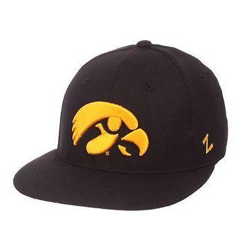 Licensed Iowa Hawkeyes Official NCAA M15 Size 7 1/8 Fitted Hat Cap by Zephyr 286340 KO_19_1