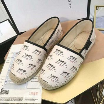 Gucci Dual G V-pattern flat-soled straw-woven beige fisherman's shoes and slippers
