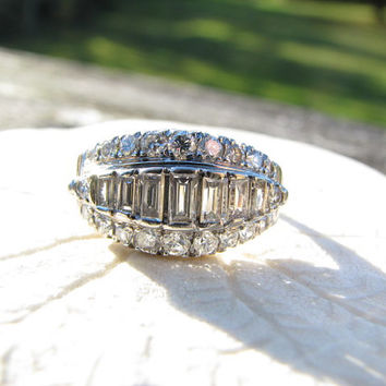 Stunning Vintage Diamond Ring - approx 1 carat - Baguettes and Brilliants - Super Fiery Wedding, Cocktail or Dinner Ring