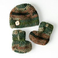Baby booties hat set green brown camo crochet newborn photo shoot. 0 - 3 months