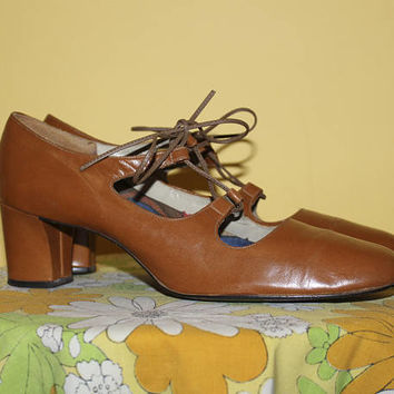 Vintage 70s CUTOUT HEELS / Lace Up Pumps / Cognac Brown Vinyl Block Heels / Vegan Friendly / Groovy Size 7.5 us, 6 aus, 5 uk, 38 eu