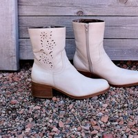 90s Chunky ankle boots  womens 7 / cream / Ivory / Candies / leather boots made in Brazil / cut out leather detail