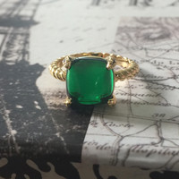 A Perfect 14K Yellow Gold 4CT Cabochon Emerald Green Ring