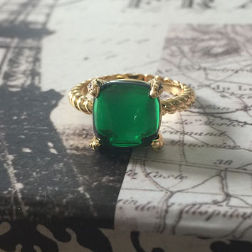 A Perfect 18K Yellow Gold 4CT Cabochon Emerald Green Ring