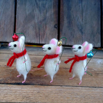 Felted Mouse Miniature Christmas mouse with bell Mini animal Needle felt Xmas Mice Cute gift Collectible Dollhouse Woolen soft sculpture