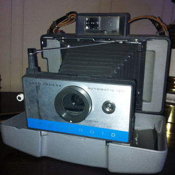 Vintage Polaroid instant film Land Camera 125 with case and strap
