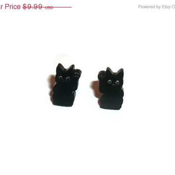 Lucky Cat Earrings, Tiny Cute Maneki-neko Kawaii Stud Earrings, Black Kitty