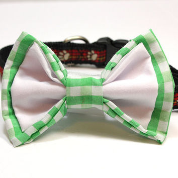 Large Green Gingham and White Dog Bow Tie.  Big Dog Bow Tie in Medium Green. For St. Patrick's Day or Outdoor Wedding. Green Checked Bow