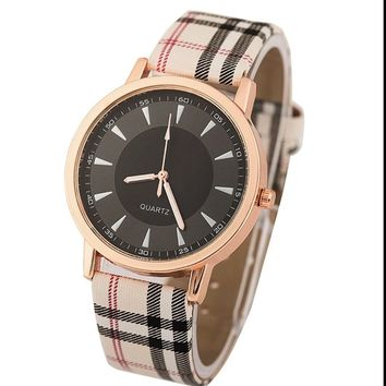 New Fashion Plaid Band Crystal White Black Face Vintage Women Watch Retro golden wristwatch girl gift Reloj Para Dama A340