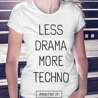 Less drama more techno - Women's t-shirt - Funny  t-shirt - Typography print - Music - Quote t-shirt - Techno