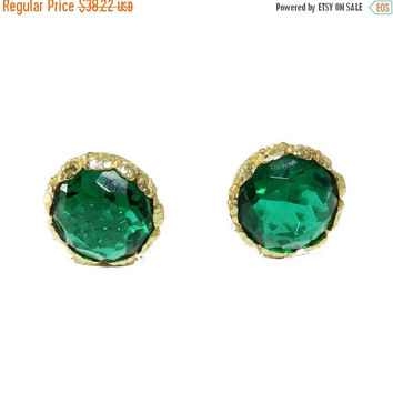 ON SALE--) Vintage Emerald Glass Clip Earrings, Round Green Earrings, Midcentury Jewelry Jewellery, Kramer?, Excellent Condition, Collectibl