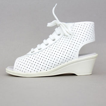 Vintage shoes / white leather open toe/heel wedge perforated ankle booties / size 36-6