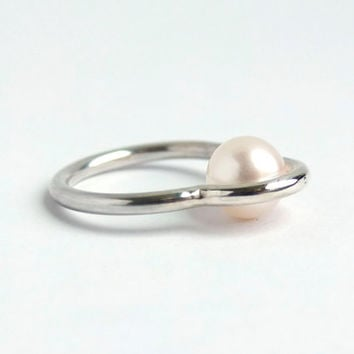 Modern fresh water pearl orbit ring / concentric circles silver ring / geometric ring with real pearl