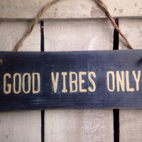 Rustic sign. Good Vibes Only.