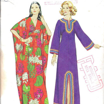 Retro 1970s Boho Hippie Style Caftan Simplicity 5315 Sewing Pattern House Dress Kimono Sleeve Robe Size Medium