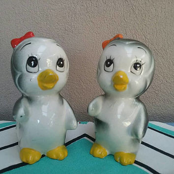 Vintage Penguin Salt And Pepper Shakers Made In Japan Large with Bows Kitsch Birds