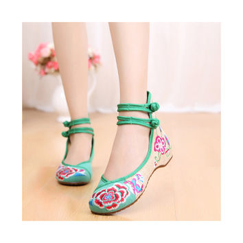 Old Beijing Embroidered High Heeled Shoes in Casual Vintage Slipsole Style & Soft Inner Linen Materials