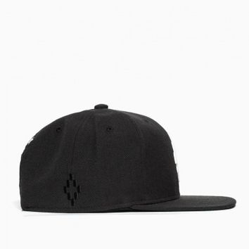 Starter cross snapback from the S/S2015 Marcelo Burlon County of Milan in black.