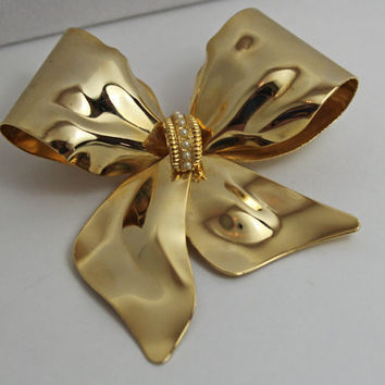 Vintage Gold Bow Brooch pearl accent ladies costume jewelry classic style
