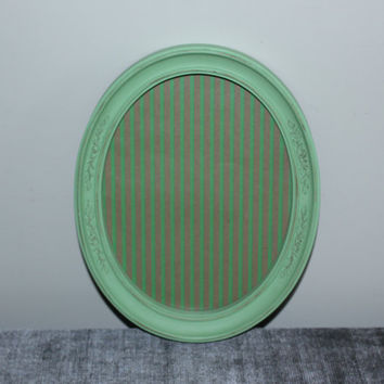 Pistachio green 8x10 oval picture frame - Painted frame, upcycled frame, green frame, Homco frame