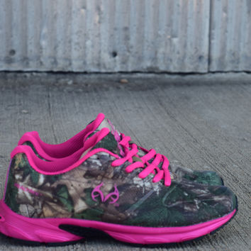 Realtree Girl Tennis Shoe by Realtree {Hot Pink} | RC3040650