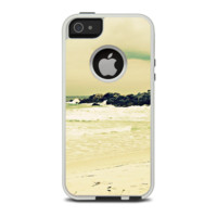 The Vintage Subtle Yellow Beach Scene Apple iPhone 5-5s Otterbox Commuter Case Skin Set