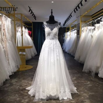 Custom Made Gorgeous A-Line Sheer Back Wedding Dresses 2018 Lace Applique Sleeveless Scoop Wedding Gowns Robe De Mariage