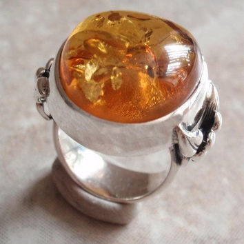Amber Ring Sterling Silver Floral Accents Large Amber Cab Size 5-1/4 Vintage V0671