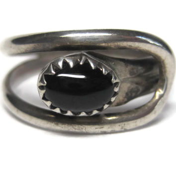Vintage Navajo Onyx Crossover Ring Sterling Size 7