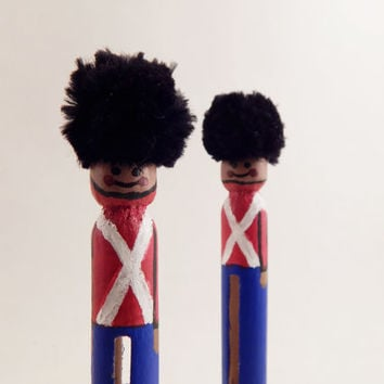 Christmas Toy Soldiers wood clothespin dolls queen's guard peg dolls, xmas table mantle decoration deco, nutcracker, set of 2 clothes pin