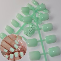 24pcs/kit Simple Design Fake Nails Light Green Medium Nail Art False Nails Carnival Style Daily Wear Easily Press On Nails 426