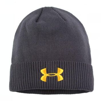 ONETOW Under Armour  Knit And Pom Hat Cap