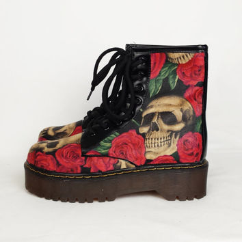Skull and roses boots, custom shoes, custom boots, gothic shoes, women boots, custom skull shoes, alternative, rockabilly, punk, boho boots