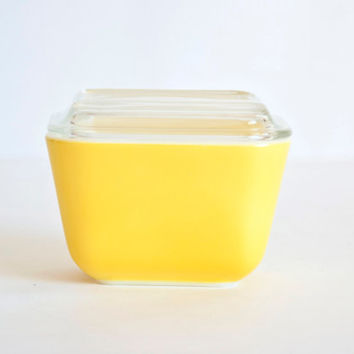 Pyrex Daisy Citrus Bright Yellow Refrigerator Dish, Set 501, Small Size with Lid
