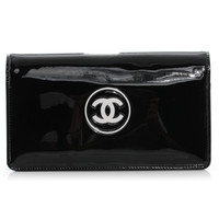 CHANEL Patent CC Yen Wallet Black and White