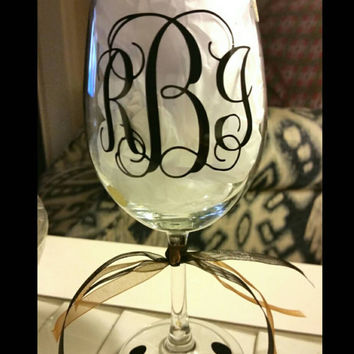 Monogram Wine glasses,  Vinyl decorated wine glasses, Monogram, personalized, gift, wedding gift, Initials, custom designed, Wine glass