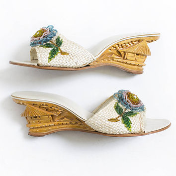 Vintage 1940s Shoes - Wooden Heels Hand Carved Filipino 3-D Beaded Flower Sandals - 6 / 6.5