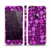 The Purple Circles Pattern Skin Set for the Apple iPhone 5s