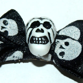 Skull hair clip- Halloween hair accessories- black and white clippie