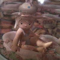 The Enesco Precious Moments Collection AUGUST Precious Moments Water Dome 1988
