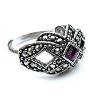 Vintage Avon Faux Marcasite Ring Purple - Bague de Couleur Multi. Vintage Jewelry by My Chouchou on Etsy.