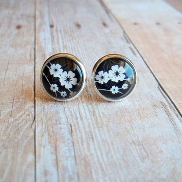 G A R D E N - Black and White Flower Photo Glass Cab Circle Silver Post Earrings